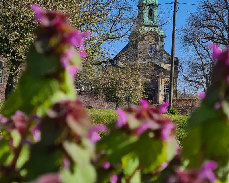 Blick auf Diersfordter Schlosskirche Radtour